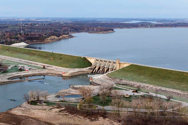 Luftaufnahme von Red Rock Dam, Marion County, Iowa, USA. Oktober 2012.