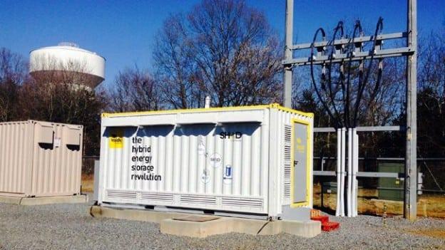 hybrid ultracapacitor-battery energy storage system