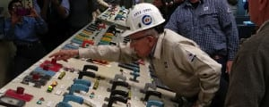 """Richard """"Mac"""" Flowers, a 91-year-old TVA retiree who worked for the utility for 37 years, opens the breaker on the last operating coal-fired unit at the Johnsonville Fossil Plant in Tennessee, taking the unit off the grid on December 31, 2017, after 66 years of commercial service. Courtesy: TVA"""