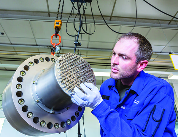 SCHOTT AG in Landshut - Produktion von Grossdurchfuehrungen im Werk I Foto: SCHOTT AG / HRSchulz