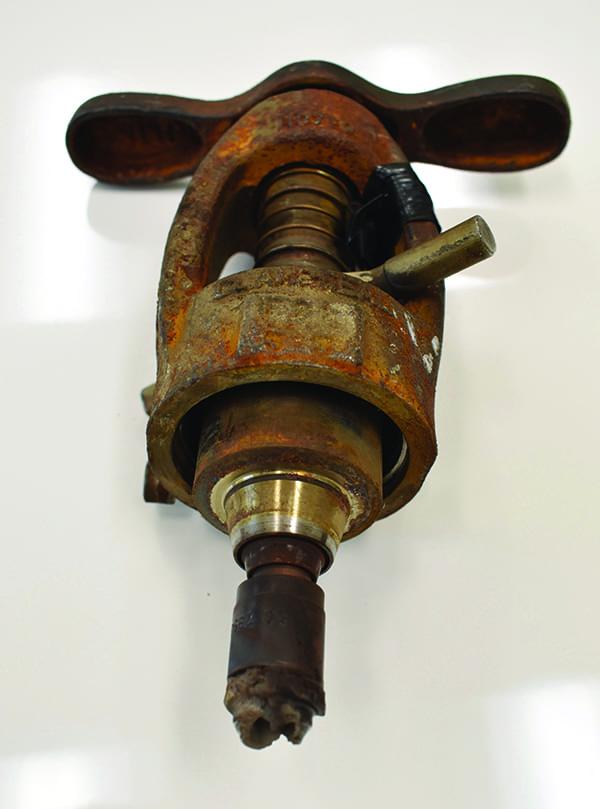 Figure 2 - Power throttling valve article Figure 2