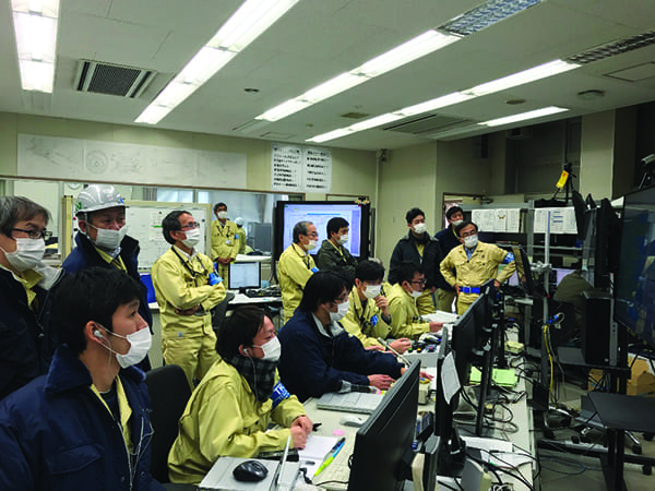 T-Point-gas-turbine-control-room-team